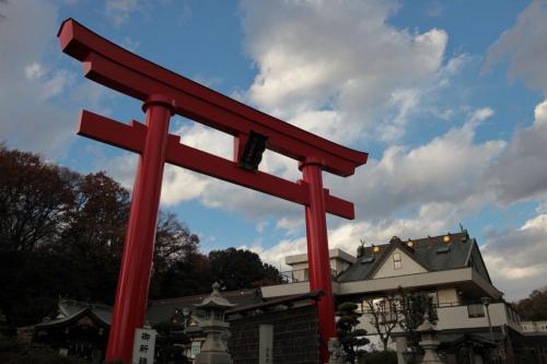 A075 青空に向かう鳥居 上村 一聡 琴平神社 2020/12/19