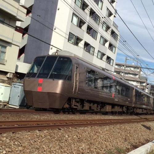 A165 「乗客運ぶよ、どこまでも」 ゆい 百合ヶ丘駅から徒歩5分の踏切近く 2020/04/27